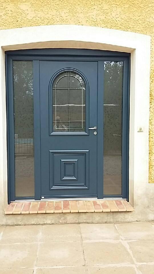 Installation d'une magnifique porte d'entrée BOIS / ALU à La Moutonne