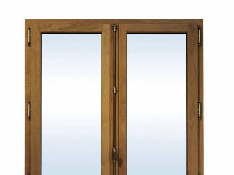 Installation de portes fenêtres bois dans le var