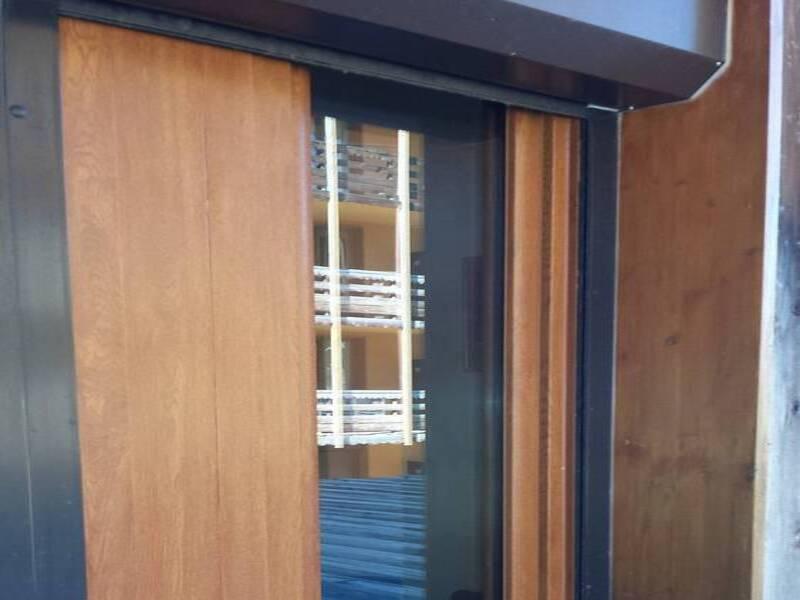 Pose de fenêtres imitation bois dans le var