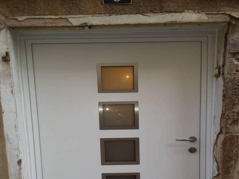Porte d'entrée aluminium à rocbaron