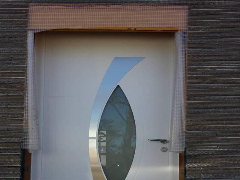 Pose d'une porte aluminium sur une maison bois à forcalqueiret