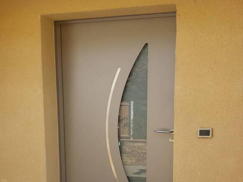 Pose d'une porte aluminium à st Zacharie