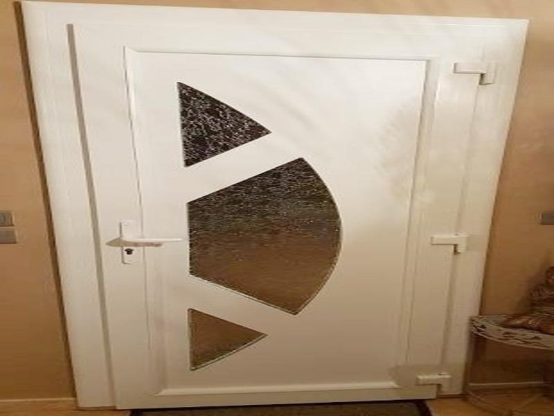 Installation d'une porte en PVC PANAMA