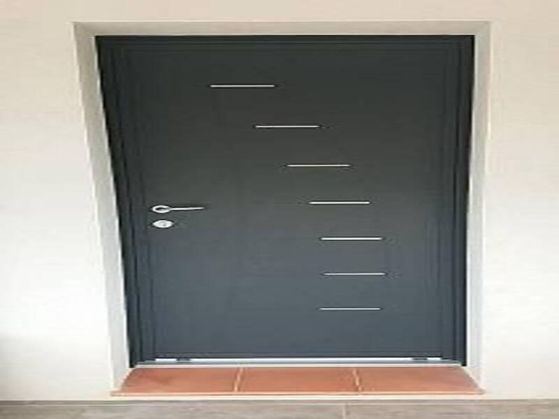 Installation d'une porte d'entrée en ALU gris anthracite