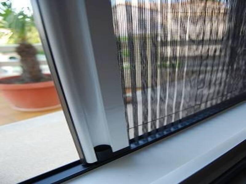 Installation d'une moustiquaire plissée à La Farlède