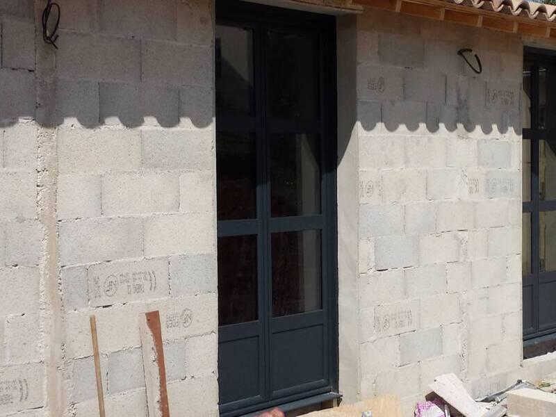 Portes fenêtres aluminium à Sollies-Pont de couleur gris RAL 7016
