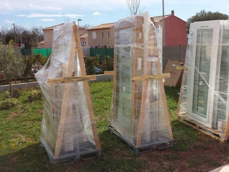 Approvisionnement de fenêtres sur chantier à GAREOULT