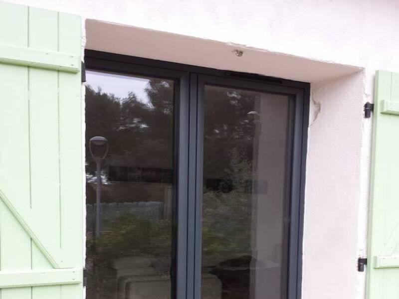 Pose de fenêtres alu en ouvrant visible à Puget-ville.